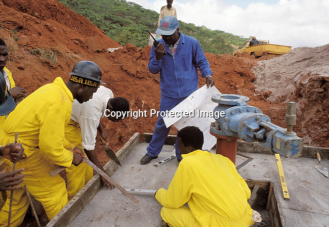 COZIMBA35064.Country. Zimbabwe. Pungwe. Construction of a water tunnel by Swedish Construction Company. Skansa 11/98.©Per-Anders Pettersson/iAfrika Photos