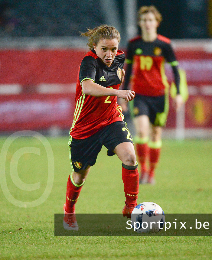 20161124 - LEUVEN ,  BELGIUM : Belgian Davina Philtjens  pictured during the female soccer game between the Belgian Red Flames and The Netherlands , a friendly game before the European Championship in The Netherlands 2017  , Thursday 24 th November 2016 at Stadion Den Dreef  in Leuven , Belgium. PHOTO SPORTPIX.BE | DIRK VUYLSTEKE