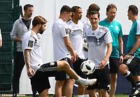 Marvin Plattenhardt (Deutschland Germany) und Sebastian Rudy (Deutschland Germany) - 29.05.2018: Training der Deutschen Nationalmannschaft gegen die U20 zur WM-Vorbereitung in der Sportzone Rungg in Eppan/Südtirol