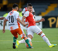 BOGOTA- COLOMBIA – 15-03-2016:  Juan Roa (Der.) jugador de Independiente Santa Fe de Colombia, disputa el balon con Nelson Sepulveda (Izq.) jugador de Cobresal de Chile, durante partido entre Independiente Santa Fe de Colombia y Cobresal de Chile,  por la segunda fase de la Copa Bridgestone Libertadores en el estadio Nemesio Camacho El Campin, de la ciudad de Bogota. / Juan Roa (R) player of Independiente Santa Fe of Colombia, figths for the ball with Nelson Sepulveda (L) player of Cobresal of Chile, during a match between Independiente Santa Fe of Colombia and Cobresal of Chile, for the second phase, of the Copa Bridgestone Libertadores in the Nemesio Camacho El Campin in Bogota city. VizzorImage / Luis Ramirez / Staff.