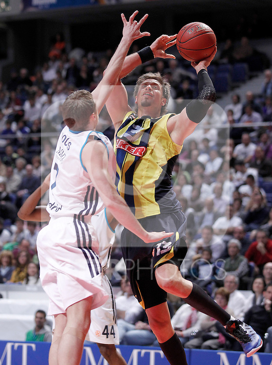 Real Madrid's Martynas Pocius (l) and Fenerbahce Ulker Istanbul's David Andersen during Euroleague 2012/2013 match.November 30,2012. (ALTERPHOTOS/Acero)