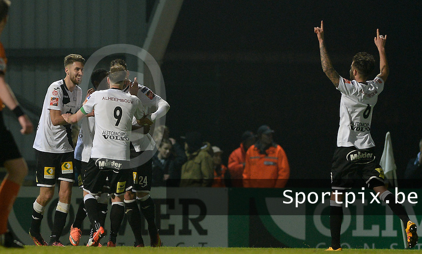 20161217 - ROESELARE , BELGIUM : Roeselare's players pictured celebrating their second goal and the 2-1 lead during the Proximus League match of D1B between Roeselare and Cercle Brugge, in Roeselare, on Saturday 17 December 2016, on the day 20 of the Belgian soccer championship, division 1B. . SPORTPIX.BE | DAVID CATRY