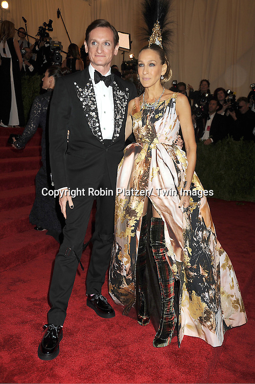 Hamish Bowles and Sarah Jessica Parker attend  the Metropolitan Museum of Art Costume Institute Beneift celebrating the opening of  PUNK: Chaos .to Couture on May 6, 2013 in New York City.