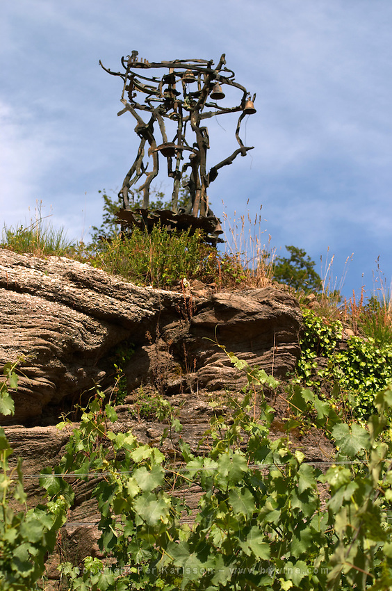 Sculpture by Eric Dietman in the vineyard. Domaine Jo Pithon, Anjou, Loire, France