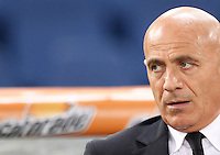 Calcio, Serie A: Roma vs ChievoVerona. Roma, stadio Olimpico, 31 ottobre 2013.<br /> ChievoVerona coach Giuseppe Sannino looks on prior to the start of the Italian Serie A football match between AS Roma and ChievoVerona at Rome's Olympic stadium, 31 October 2013.<br /> UPDATE IMAGES PRESS/Riccardo De Luca