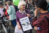 """Ueber 1.000 Rechtsextreme aus mehreren Bundeslaendern demonstrieren am Samstag den 19. August 2017 in Berlin zum Gedenken an den Hitler-Stellvertreter Rudolf Hess.<br /> Rudolf Hess hatte am 17. August 1987 im Alliierten Kriegsverbrechergefaengnis in Berlin Spandau Selbstmord begangen. Seitdem marschieren Rechtsextremisten am Wochenende nach dem Todestag mit sog. """"Hess-Maerschen"""".<br /> Weit ueber 1.000 Menschen protestierten gegen den Aufmarsch der Rechtsextremisten und stoppten den Hess-Marsch nach 300 Metern u.a. mit Sitzblockaden. Der rechtsextreme Aufmarsch wurde daraufhin von der Polizei umgeleitet.<br /> Aus dem Aufmarsch wurden mehrfach Gegendemonstranten angegriffen, mindestens ein Neonazi wurde festgenommen.<br /> Im Bild: Die Aktivistin Irmela Mensah-Schramm.<br /> 19.8.2017, Berlin<br /> Copyright: Christian-Ditsch.de<br /> [Inhaltsveraendernde Manipulation des Fotos nur nach ausdruecklicher Genehmigung des Fotografen. Vereinbarungen ueber Abtretung von Persoenlichkeitsrechten/Model Release der abgebildeten Person/Personen liegen nicht vor. NO MODEL RELEASE! Nur fuer Redaktionelle Zwecke. Don't publish without copyright Christian-Ditsch.de, Veroeffentlichung nur mit Fotografennennung, sowie gegen Honorar, MwSt. und Beleg. Konto: I N G - D i B a, IBAN DE58500105175400192269, BIC INGDDEFFXXX, Kontakt: post@christian-ditsch.de<br /> Bei der Bearbeitung der Dateiinformationen darf die Urheberkennzeichnung in den EXIF- und  IPTC-Daten nicht entfernt werden, diese sind in digitalen Medien nach §95c UrhG rechtlich geschuetzt. Der Urhebervermerk wird gemaess §13 UrhG verlangt.]"""
