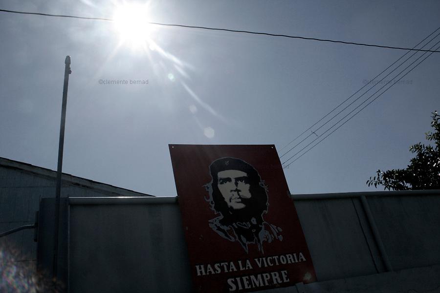 Havana (Cuba). September 2006..La Habana Vieja. Poster of Ernesto Che Guevara.
