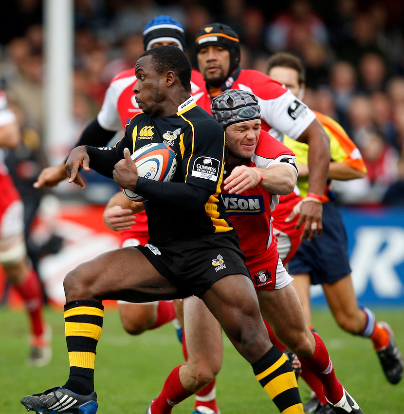 Photo: Richard Lane/Richard Lane Photography. Gloucester Rugby v London Wasps. Anglo Welsh EDF Energy Cup. 04/10/2008. Wasps' Mark Odejobi attacks.