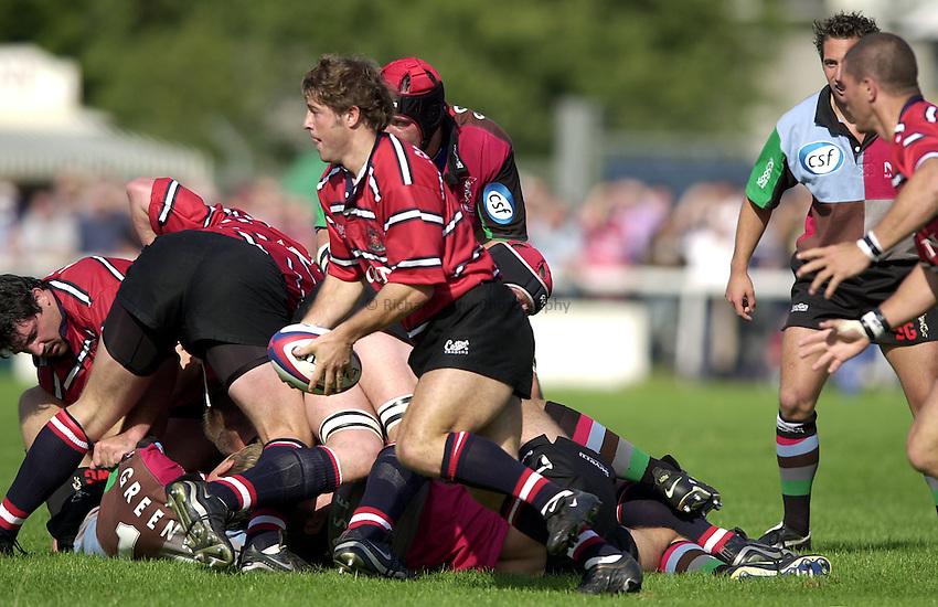 Photo. Richard Lane. .NEC Harlequins v Gloucester. Zurich Premiership. 31-08-2002.Andy Gomarsall.