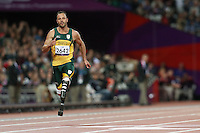 01.09.2012 London, England. mens 200m t-44 heat 3/3 O Pistorius wins his heat and sets new world record during Day 3 of the London 2012 Paralympic Games at the Olympic Staduim in Stratford