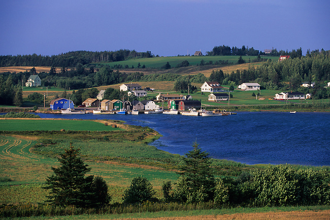 CANADA, PRINCE EDWARD ISLAND, FRENCH RIVER, FISHING HARBOR, FIELDS