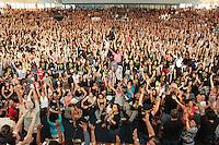 RIO DE JANEIRO, RJ, 10 SETEMBRO 2013 - TERMINO DA GREVE DOS PROFESSORES MUNICIPIO RJ - Cerca de 5.ooo professores do município do Rio Janeiro em assembleia no clube Municipal na Tijuca decidiram  pelo termino da greve o começo do estado de greve, nessa terça 10. (FOTO: LEVY RIBEIRO / BRAZIL PHOTO PRESS)