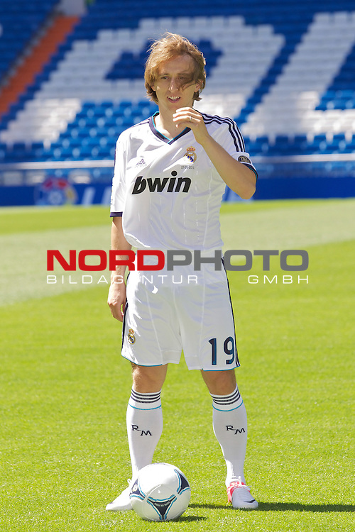 Luka Modric presentation as new Real Madrid player at Santiago Bernabeu Stadium on august 27th 2012.<br /> Foto &copy; nph / Cesar Cebolla *** Local Caption ***