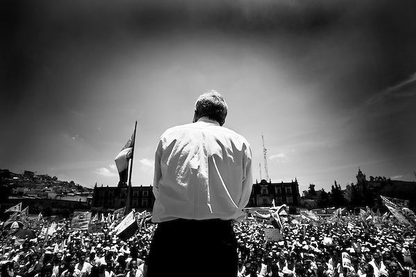 In a final national rally before the July 2nd elections, presidential candidate Manuel Lopez Obrador held a rally in Toluca, in the state of Mexico, to further his run for the presidency of the republic. Thousands showed to see Obrador, who has become the candidate of the poor and for change in the country.