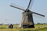 Netherlands,HOLLAND, old and new Windmill / Niederlande Holland Windmuehle und Windkraftanlage