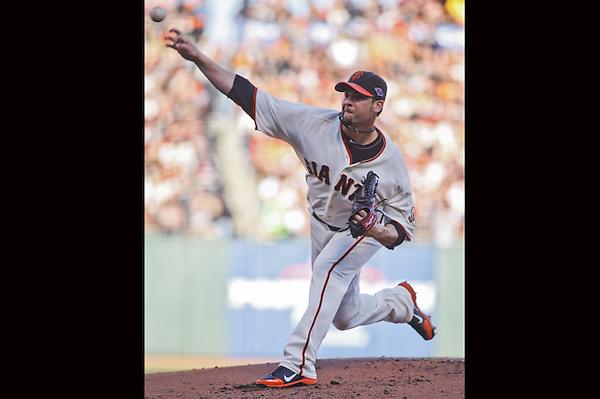 THM03. SAN FRANCISCO (EEUU), 21/10/2012.- El lanzador inicialista de los Gigantes de San Francisco juega ante los Cardenales de San Luis hoy, domingo 21 de octubre de 2012, en un partido en el AT&T Park de San Francisco (EEUU). EFE/MONICA M. DAVEY