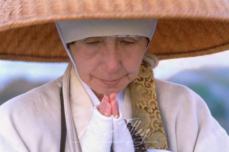 Japan, Kyoto, Shijo Bridge, Buddhist Nun