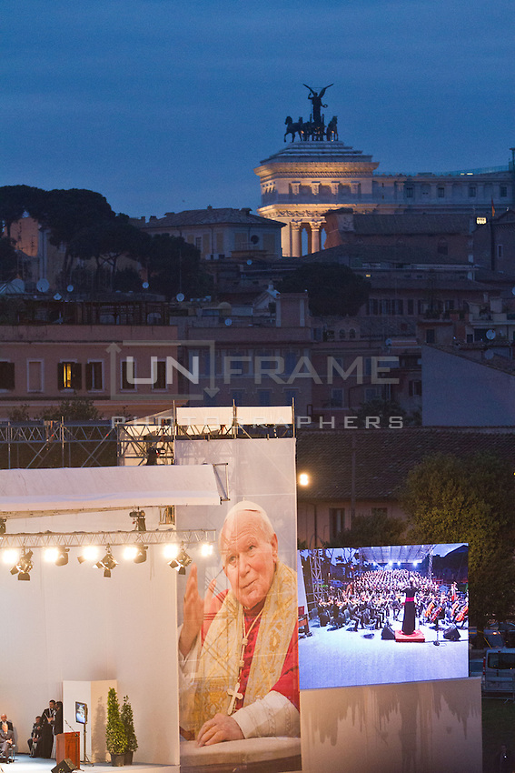 The stage set up at Circus Maximus with Vittorio Emanuele's monument in the background.