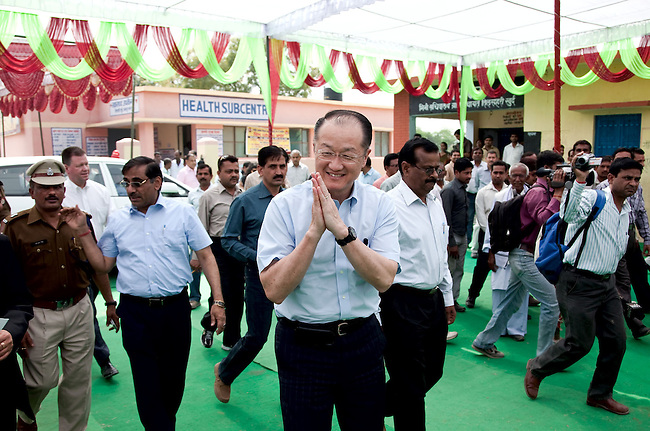 12 March 2013, Kanpur, Uttar Pradesh India: President of the World Bank, Mr Jim Yong Kim greets wellwishers on his visit to the village of Tilsarikhurd near to the city of Kanpur in Uttar Pradesh state. Mr.Kim is visiting India  for meetings with local staff, Indian Government Ministers and to inspect projects sponsored by World Bank in regional areas. Picture by Graham Crouch/World Bank