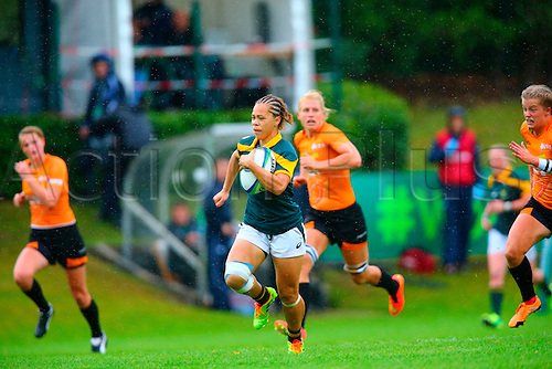 23.08.2015. Dublin, Ireland. Women's Sevens Series Qualifier 2015. Netherlands versus South Africa. Mathrin Simmers (South Africa) makes a break and scores a try.