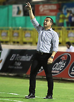 NEIVA - COLOMBIA, 25-07-2015: Guillermo Sanguinetti técnico de Independiente Santa Fe gesticula durante partido contra Atlético Huila por la fecha 9 de la Liga Águila II 2018 jugado en el estadio Guillermo Plazas Alcid de la ciudad de Neiva. / Guillermo Sanguinetti coach of Independiente Santa Fe gestures during match against Atletico Huila for the date 9 of the Aguila League II 2018 played at Guillermo Plazas Alcid in Neiva city. VizzorImage / Sergio Reyes / Cont