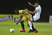 RIONEGRO - COLOMBIA, 26-07-2019: Iván Rivas (Izq.) jugador de Rionegro disputa el balón contra el Deportes Tolima durante el encuentro por la fecha 3 de la Liga Águila II 2019  jugado en el estadio Alberto Grisales de la ciudad de Rionegro. / Ivan Rivas (R) player of Rionegro fights for the ball agaisnt of  Deportes Tolima during match for the  date 3 of league Aguila II 2019  played at the Alberto Grisales Stadium in Rionegro city. Photo: VizzorImage / León Monsalve / Contribuidor