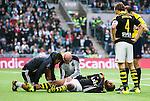 ***BETALBILD***  <br /> Stockholm 2015-09-27 Fotboll Allsvenskan Hammarby IF - AIK :  <br /> AIK:s Noah Sonko Sundberg har skadat sig under den f&ouml;rsta halvleken av matchen mellan Hammarby IF och AIK <br /> (Foto: Kenta J&ouml;nsson) Nyckelord:  Fotboll Allsvenskan Tele2 Arena Hammarby HIF Bajen AIK Derby skada skadan ont sm&auml;rta injury pain