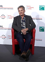 "L'attore statunitense Viggo Mortensen posa durante un photocall per la presentazione del film ""Captain Fantastic"" al Festival Internazionale del Film di Roma, 17 ottobre 2016.<br /> U.S. actor Viggo Mortensen poses for a photocall to present the movie ""Captain Fantastic"" during the international Rome Film Festival at Rome's Auditorium, 17 October 2016..<br /> UPDATE IMAGES PRESS/Isabella Bonotto"