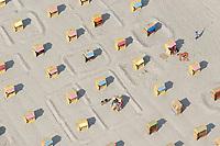 4415/STRANDKORB:EUROPA, DEUTSCHLAND, SCHLESWIG- HOLSTEIN, TRAVEMUENDE 21.05.2005: Strandkorb, Strandkoerbe, Ferien, Ostsee, Sand, gleichmaessig, aufgeraeumt, Deutsche Ordnung, ordentlich,  Urlaub, Entspannung, Luftbild