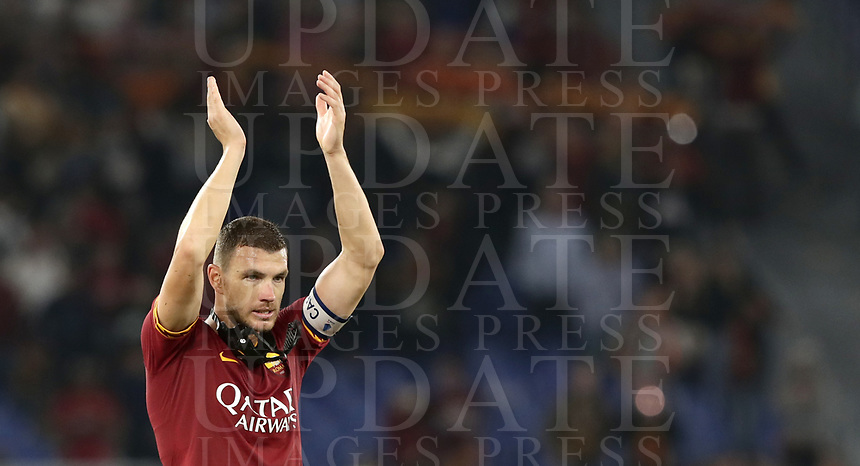 Football, Serie A: AS Roma - AC Milan, Olympic stadium, Rome, October 27, 2019. <br /> Roma's captain Edin Dzeko celebrates with his players after winning 2-1 the Italian Serie A football match between Roma and Milan at Olympic stadium in Rome, on October 27, 2019. <br /> UPDATE IMAGES PRESS/Isabella Bonotto