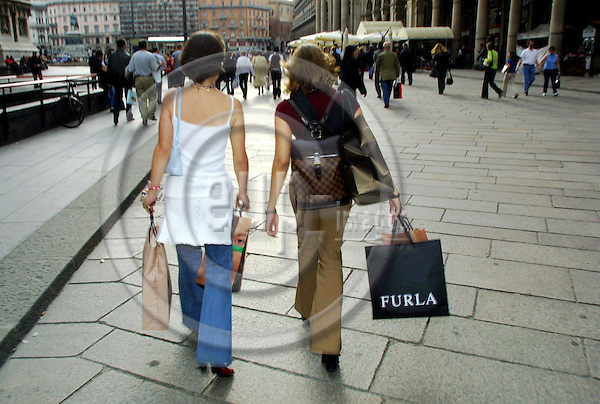 MILANO - ITALY - 07 MAY 2001--Milano, the place to shop.-- PHOTO: JUHA ROININEN / EUP-IMAGES