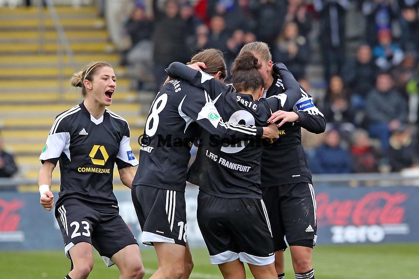 Kerstin Garefrekes (FFC) jubelt ueber das Tor zum 1:0 mit Vorbereiterin Celia Sasic und Ana-MAria Crnogorcevic - 1. FFC Frankfurt vs. VfL Wolfsburg, DFB-Pokal