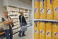 - Eataly, market for the sale of quality Italian food, department pasta and spaghetti<br /> <br /> - Eataly, market per la vendita del cibo italiano di qualit&agrave;, reparto pasta e spaghetti
