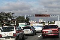 GUARULHOS, SP, 09.06.2014 - TRANSITO MARGINAL TIETE - Transito intenso na Marginal Tiete sentido centro na altura da entra de Sao Paulo em Guarulhos na manha desta segunda-feira, 09. (Foto: William Volcov / Brazil Photo Press).
