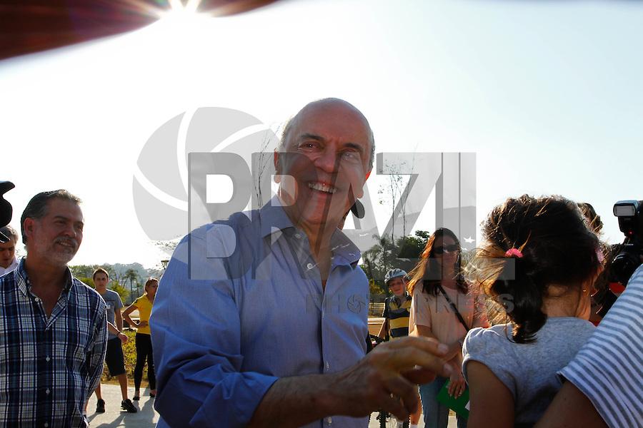 ATENÇÃO EDITOR: FOTO EMBARGADA PARA VEÍCULOS INTERNACIONAIS. SAO PAULO, 08 DE SETEMBRO DE 2012.ELEICAO 2012 - JOSE SERRA.O candidato do PSDB a prefeitura de São Paulo, Jose Serra, durante visita ao Parque do Povo, localizado na zona sul da capital, na tarde deste sabado. FOTO ADRIANA SPACA / BRAZIL PHOTO PRESS