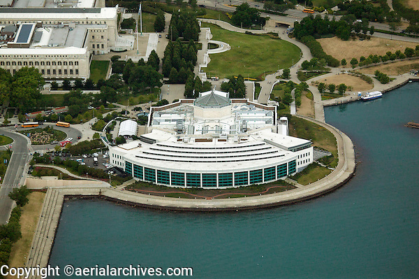 Located on the shores of Lake Michigan, the Shedd Aquarium is a gateway to an underwater world filled with 32, fascinating marine animals from a range of diverse habitats.