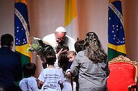 RIO DE JANEIRO, RJ, 28 DE JULHO DE 2013 JMJ RIO 2013-CERIMÔNIA DE DESPEDIDA DO PAPA FRANCISCO-Papa Francisco despede-se do Brasil em cerimônia na Base Aérea do Galeão, na tarde deste domingo, 28, na Ilha do Governador, zona norte do Rio de Janeiro.FOTO:MARCELO FONSECA/BRAZIL PHOTO PRESS