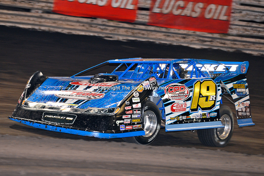 Sep 26, 2013; 7:28:10 PM; Knoxville, IA., USA; 10th Annual Lucas Oil Late Model Knoxville Nationals presented by Caseys General Stores at the Knoxville Raceway.  Mandatory Credit: (thesportswire.net)