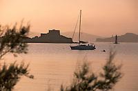 Europe/Provence-Alpes-Côte d'Azur/83/Var/Ile d'Hyères/Ile de Porquerolles: Le Fort du Petit Langoustier au soleil couchant