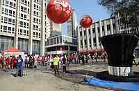 SAO PAULO, 10 DE AGOSTO DE 2012 - MANIFESTACAO BANCARIOS - Bancarios fazem manifestacao junto ao sindicato dos bancarios por melhores salarios na praca do patriarca, regiao central da capital na tarde desta sexta feira. FOTO: ALEXANDRE MOREIRA - BRAZIL PHOTO PRESS