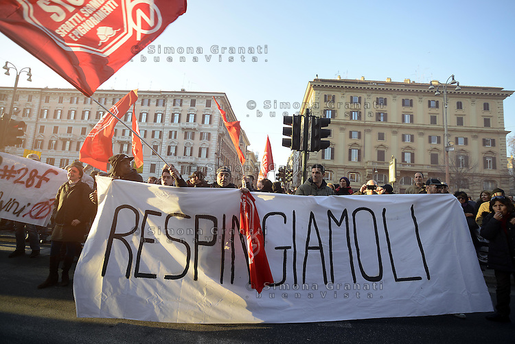 Roma, 27 Febbraio 2015<br /> Protesta dei movimenti antifascisti e antirazzisti a Piazzale Flaminio contro la manifestazione di domani di Matteo Salvini. Le forze dell'ordine vietano l'entrata in Piazza del Popolo e caricano.