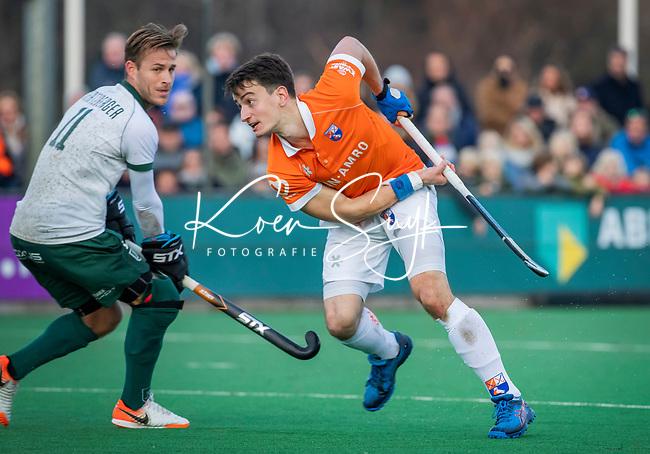 BLOEMENDAAL - Tim Swaen (Bldaal) met Jeroen Hertzberger (Rdam) tijdens  hoofdklasse competitiewedstrijd  heren , Bloemendaal-Rotterdam (1-1) .COPYRIGHT KOEN SUYK