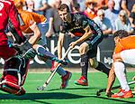 BLOEMENDAAL   - Hockey -  2e wedstrijd halve finale Play Offs heren. Bloemendaal-Amsterdam (2-2) . Nicki Leijs (A'dam) . COPYRIGHT KOEN SUYK