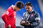 Muangthong Head Coach Sripan Totchtawan (R) talks to Muangthong Defender Lee Ho (L) during the AFC Champions League 2017 Group E match between  Ulsan Hyundai FC (KOR) vs Muangthong United (THA) at the Ulsan Munsu Football Stadium on 14 March 2017 in Ulsan, South Korea. Photo by Chung Yan Man / Power Sport Images