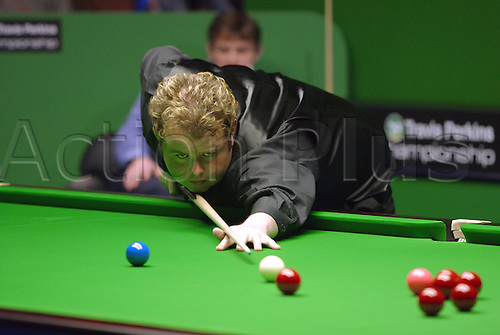 November 23, 2003: English player STEPHEN LEE in action during his third round match against Pinches in the Travis Perkins UK Championship Finals at the York Barbican Centre. LEE lost to Pinches 9 - 6. Photo: Neil Tingle/Action Plus...snooker 031123