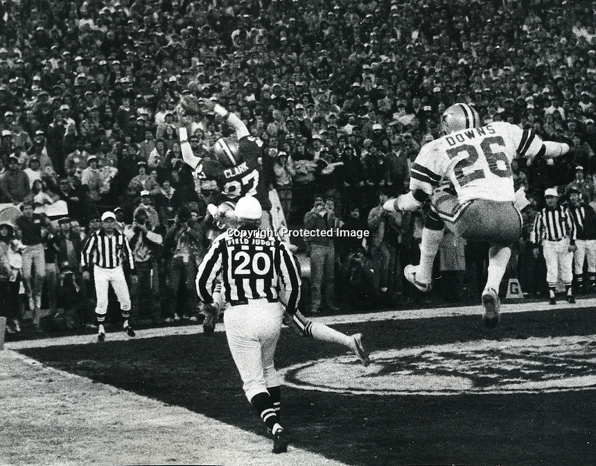 """""""The Catch"""" Dwight Clark grabs Montana pass to beat the Dallas Cowboys in the 1982 NFL play-offs.<br />(photo/Ron Riesterer)"""