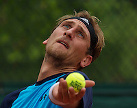 Paris, France, 24 June, 2016, Tennis, Roland Garros,  Thiemo de Bakker (NED) serving<br /> Photo: Henk Koster/tennisimages.com