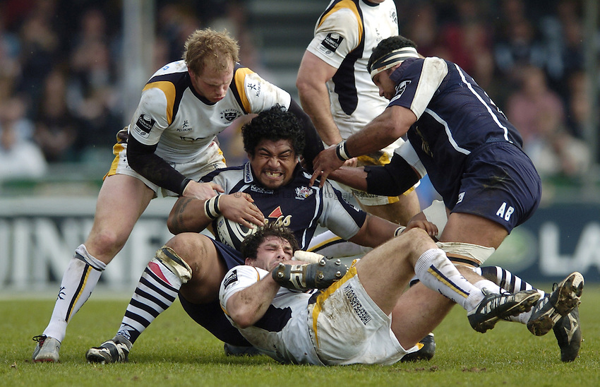 Photo: Jonathan Butler..Bristol Rugby v Worcester Rugby. Guinness Premiership. 07/04/2007..Alfie To'oala (C) of Bristol is tackled by Pat Sanderson (B) of Worcester.