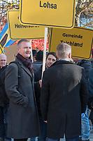 """Vertreter der Lausitzer Kohlereviere protestierten am Donnerstag den 14. November 2019 in Berlin vor dem Kanzleramt fuer eine bessere finanzielle Absicherung beim Ausstieg aus der Kohlefoerderung. Unter anderem forderten sie, dass eine Investitionspauschale fuer die Absicherung des kommunalen Eigenanteils festgeschrieben wird.<br /> Aufgerufen zu dem Protest hatte ein freiwilliges Buendnis der sogenannten """"Lausitzrunde"""".<br /> Im Bild: Unter die Buergermeister und Ortsvorsteher mischten sich auch Abgeordnete der rechtspopulistischen """"Alternative fuer Deutschland"""", AfD. Hier: Karsten Hilse (rechts), im Gespraech mit Bekannten aus Sachsen.<br /> 14.11.2019, Berlin<br /> Copyright: Christian-Ditsch.de<br /> [Inhaltsveraendernde Manipulation des Fotos nur nach ausdruecklicher Genehmigung des Fotografen. Vereinbarungen ueber Abtretung von Persoenlichkeitsrechten/Model Release der abgebildeten Person/Personen liegen nicht vor. NO MODEL RELEASE! Nur fuer Redaktionelle Zwecke. Don't publish without copyright Christian-Ditsch.de, Veroeffentlichung nur mit Fotografennennung, sowie gegen Honorar, MwSt. und Beleg. Konto: I N G - D i B a, IBAN DE58500105175400192269, BIC INGDDEFFXXX, Kontakt: post@christian-ditsch.de<br /> Bei der Bearbeitung der Dateiinformationen darf die Urheberkennzeichnung in den EXIF- und  IPTC-Daten nicht entfernt werden, diese sind in digitalen Medien nach §95c UrhG rechtlich geschuetzt. Der Urhebervermerk wird gemaess §13 UrhG verlangt.]"""