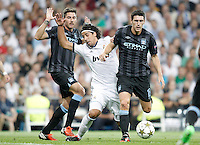 Real Madrid's Sami Khedira against Manchester City's Gareth Barry and Javi Garcia during Champions League match. September 18, 2012. (ALTERPHOTOS/Alvaro Hernandez). /NortePhoto.com<br />
